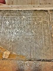 Eglise - Français:   Dalle funéraire datée, dans l\'église de Chaux-Neuve. Doubs