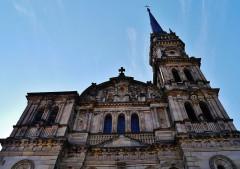 Eglise catholique Saint-Maimboeuf - Deutsch: Fassade von St. Maimboeuf, Montbéliard, Département Doubs, Region Franche-Comté (heute Burgund-Franche-Comté), Frankreich