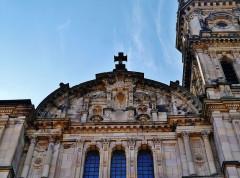 Eglise catholique Saint-Maimboeuf - Deutsch: Giebel von St. Maimboeuf, Montbéliard, Département Doubs, Region Franche-Comté (heute Burgund-Franche-Comté), Frankreich