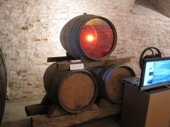 Château Pécaud et Tour Velfaux - Français:   Château Pécauld - Tonneau de vin Jaune vitré