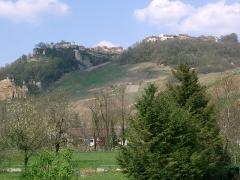 Abbaye -  Château-Chalon vu depuis Nevy-sur-Seille