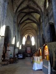 Ancien couvent des Jacobins - Français:   Intérieur de l\'église Notre-Dame (XIIIe s), du couvent des Jacobins, sise Rue du Collège, à Poligny (Jura). Elle abrite aujourd\'hui la Coopérative viticole de Poligny.