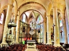 Eglise - Français:   Nef de l\'église saint Etienne.