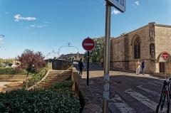 Pont-Vieux - English: Carcassonne - Rue du Pont Vieux - View ESE on Pont Vieux & Chapelle Notre-Dame de la Santé