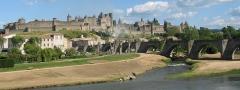 Pont-Vieux - Lëtzebuergesch: Carcassonne vun dem Dall vun der Aude aus gesinn. Quell: Commons vum  Jean-Pol GRANDMONT e bësse geschnidden.  Kategorie:Gemengen am Departement Aude
