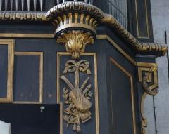 Eglise Saint-Paul, ancienne église des Cordeliers - Français:   panneau droit du soubassement: nœud Marie-antoinette soutenant une panoplie d'instruments avec guitare, hautbois et flûte à bec