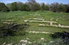 Via Domitia (également sur communes de Redessan et Jonquières-Saint-Vincent, dans le Gard, et Castelnau-le-Lez, dans l'Hérault) -  Substructures of taverns along the Domitia Way.