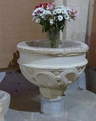 Eglise Saint-Saturnin - Calvisson (Gard, Languedoc, Occitanie, France), église paroissiale catholique Saint-Saturnin: fonts baptismaux.