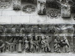 Cathédrale Notre-Dame et Saint-Castor - Destruction de Sodome. Melchisédech. Détails de la frise sculptée de la façade occidentale de la cathédrale Notre-Dame et Saint-Castor de Nîmes (30).