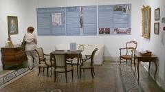 Ancien palais épiscopal - Nîmes (Gard, Languedoc, France), sur la place aux Herbes, dans l'ancien palais épiscopal, le musée du Vieux Nîmes, musée ethnographique ou des Arts et Traditions Populaires nîmois.