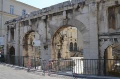 Porte d'Arles dite d'Auguste -  The Porte d'Auguste, part of the fortifications of Nemausus, Nîmes