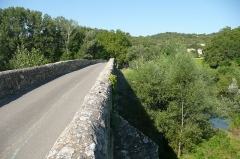 Pont Charles-Martel sur la Cèze - Français:   Pont de la Cèze près de la La Roque-sur-Cèze.