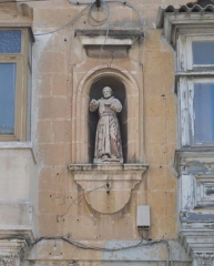 Ancienne abbaye de Saint-Gilles - English: Niche of St. Francis