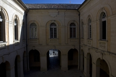 Hôtel de ville - English:   The inner courtyard, side former library (windows on the left) and former Municipal Theatre (opposite and right).