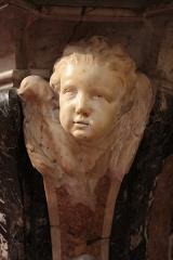 Ancienne abbaye Saint-Aphrodise - Français:   Intérieur de la Basilique Saint-Aphrodise de Béziers: Tête d\'ange sur le Maître-autel. Marbre blanc.