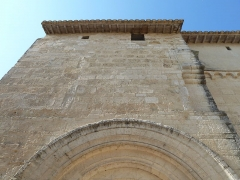 Eglise Saint-Jean-Baptiste - English: Church of Saint-Jean-Baptiste in Castelnau-le-Lez (vicinity of Montpellier, France). South side. Upper part of the first bay of the nave, with fortification remains.