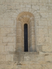 Eglise Saint-Jean-Baptiste - English: Church of Saint-Jean-Baptiste in Castelnau-le-Lez (vicinity of Montpellier, France). South side. Window of the second bay of the nave.