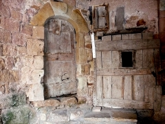 Ancienne abbaye Saint-Pierre de Lunas - English:   old Benedictine cloister of Joncels, door