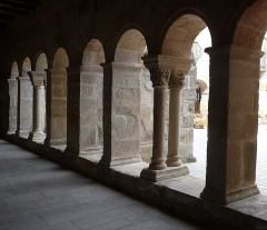 Ancienne abbaye Saint-Pierre de Lunas - English:   old Benedictine cloister of Joncels