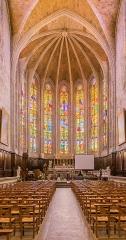 Ancienne cathédrale, actuelle église paroissiale Saint-Fulcran - English: Interior of the Saint Fulcran cathedral of Lodève, Hérault, France