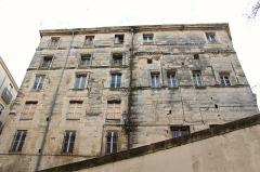 Ancien hôtel de Belleval, dit aussi Richer de Belleval ou Boulhaco, ou ancien hôtel de ville -  Écusson - Place de la Canourgue  Rich mansion of the 17th & 18th century. It has been the city hall from 1816 to 1975.