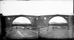 """Pont sur le Tech - English: Fonds Trutat - Photographie ancienne  Cote: TRU B 1036  Localisation: Fonds ancien (S 30)   Original non communicable  Titre: Pont du Diable, Céret  Auteur: Trutat, Eugène  Rôle de l'auteur: Photographe  Lieu de création: Céret (Pyrénées-Orientales)  Date de création: 1859-1910 [entre]  Mesures:: 9 x 16 cm  Observations:  Notes manuscrites de Trutat: """"albuminé""""   Mot(s)-clé(s):   -- Pont -- Arche -- Arcade -- Rivière -- Homme -- Costume masculin -- Rive -- Pierre -- Montagne  -- Céret (Pyrénées-Orientales) -- Céret (Pyrénées-Orientales; canton) -- Languedoc-Roussillon (France) -- Tech (France; rivière) -- Pont du Diable (Céret)  -- 19e siècle, 2e moitié -- 20e siècle, 1e quart -- 14e siècle  Médium: Photographies -- Négatifs sur plaque de verre -- Stéréogrammes -- Collodion albuminé -- Noir et blanc -- Paysages -- Vues d'architecture  Voir:   TRU C 2289 Pont du Diable, Céret, 27 novembre 1902  http://numerique.bibliotheque.toulouse.fr/cgi-bin/library?c=photographiesanciennes&a=d&d=/ark:/74899/B315556101_TRUB1036   Bibliothèque de Toulouse. Domaine public"""