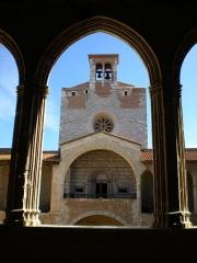 Citadelle - Deutsch: Sicht innerhalb der mittelalterlichen Stadtbefestigung Perpignan auf die Kirche der Befestigung