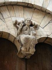 Eglise du Vieux-Saint-Jean -  Cathédrale de Perpignan: Christ du portail méridional de Saint Jean le Vieux (XIIIème siècle, attribué à Raymond de Bia)
