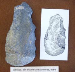 Grotte de la Caune de l'Arago - English: Museum Tatavel: Stone tool from Tautavel (Arago Cave), France