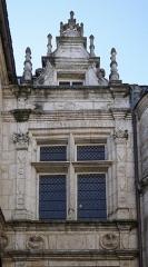 Maison dite Maison Saint-Simon - Français:   de l\'hotel st simon.