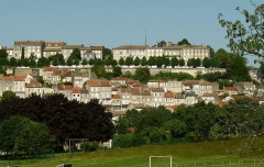 Remparts - English: City center of Angoulême, France, viewed from St-Martin