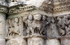 Eglise Saint-Jacques - Français:   Chapiteau au centaure. Église Saint-Jacques. Aubeterre-sur-Dronne. Vers 1160.