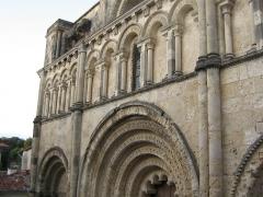 Eglise Saint-Jacques - Français:   l\'Eglise saint Jacques à Aubeterre, Charente, France