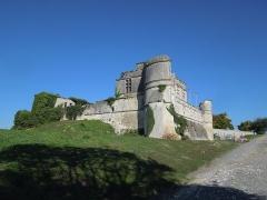 Château - Deutsch: Der Haupttrakt des Château de Bouteville, gesehen von Südosten