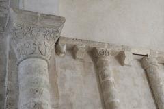 Eglise Saint-Nicolas - Deutsch: Ehemalige Abteikirche Saint-Nicolas in Cellefrouin im Département Charente (Nouvelle-Aquitaine/Frankreich), Kapitell