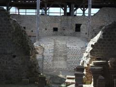 Restes d'un amphithéâtre - Français:   Cassinomagus, commune de Chassenon, Charente, France S-O. Thermes classés MH.