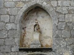 Eglise Saint-Martin - Français:   Statuette au-dessus du portail sud-ouest, église Saint-Martin, Marthon, Charente, France