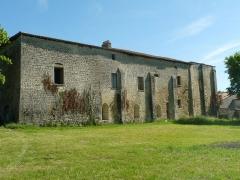 Prieuré Saint-Jean-Baptiste - Français:   ancien prieuré de Ronsenac (Charente, France); vu du sud