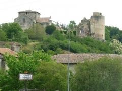 Ruines du château - Français:   vue de St-Germain-de-Confolens, Charente, France, depuis le pont sur la Vienne