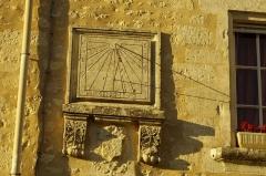 Halles - Français:   Maison datant de 1627 avec cadran solaire - Villebois-Lavalette, Charente