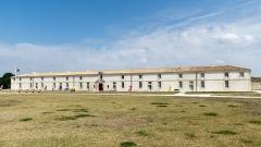 Citadelle et fortifications - Bâtiment de l'arsenal de la citadelle du Château-d'Oléron (Charente-Maritime, Nouvelle-Aquitaine, France).