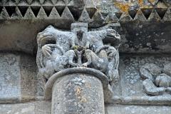 Eglise Saint-Pierre - Deutsch: Echebrune, St.-Pierre, Kapitell Fassadensäule