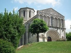 Eglise Saint-Pierre -  Façade de l'église d'Echebrune