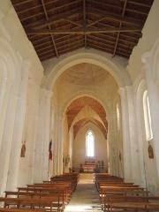 Eglise Saint-Pierre - Deutsch: Innenansicht der katholischen Pfarrkirche Saint-Pierre in Échebrune