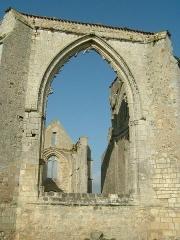 Ancienne abbaye Notre-Dame de Ré, dite des Châteliers -  Abbaye Notre Dame de Ré dite des Châteliers: baie béante du choeur (La Flotte, Ile de Ré, Charente Maritime, France)