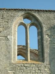 Ancienne abbaye Notre-Dame de Ré, dite des Châteliers -  Abbaye Notre Dame de Ré dite des Châteliers: fenêtre de la nef (La Flotte, Ile de Ré, Charente Maritime, France)