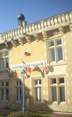 Château - Français:   Hôtel de ville de Jonzac dans le château, Charente-Maritime, France