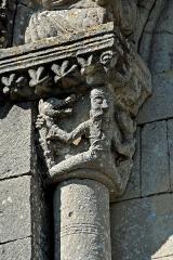 Eglise Saint-Herie - Deutsch: Ste.-Hérie, Archivoltenfenster- Kapitell, Südwand