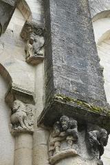 Eglise Saint-Pierre de Marestay - Deutsch: Katholische Pfarrkirche Saint-Pierre in Marestay (Matha) im Département Charente-Maritime (Nouvelle-Aquitaine/Frankreich), Kapitelle und Konsole