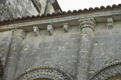 Eglise Saint-Pierre de Marestay - Deutsch: Katholische Pfarrkirche Saint-Pierre in Marestay (Matha) im Département Charente-Maritime (Nouvelle-Aquitaine/Frankreich), Kapitelle und Konsolen